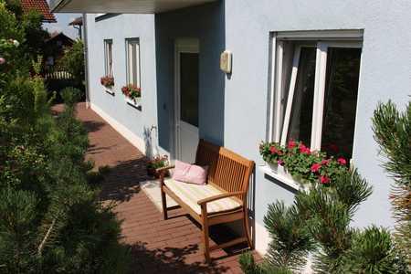 Vollständig renovierte 2,5-Zimmer-ELW-Wohnung mit Terrasse und Einbauküche in Bogen in Bogen