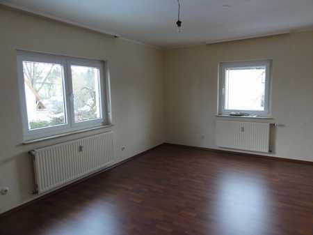 Gepflegte, gut geschnittene 3-Zimmerwohnung, großer Wohnküche und Balkon in ruhigem 3-Familienhaus in Oberasbach