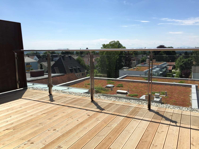 ... AIGNER - Penthouse im 6.OG über 2 Etagen mit Dachterrasse - Blick über die Dächer Mühldorfs ...