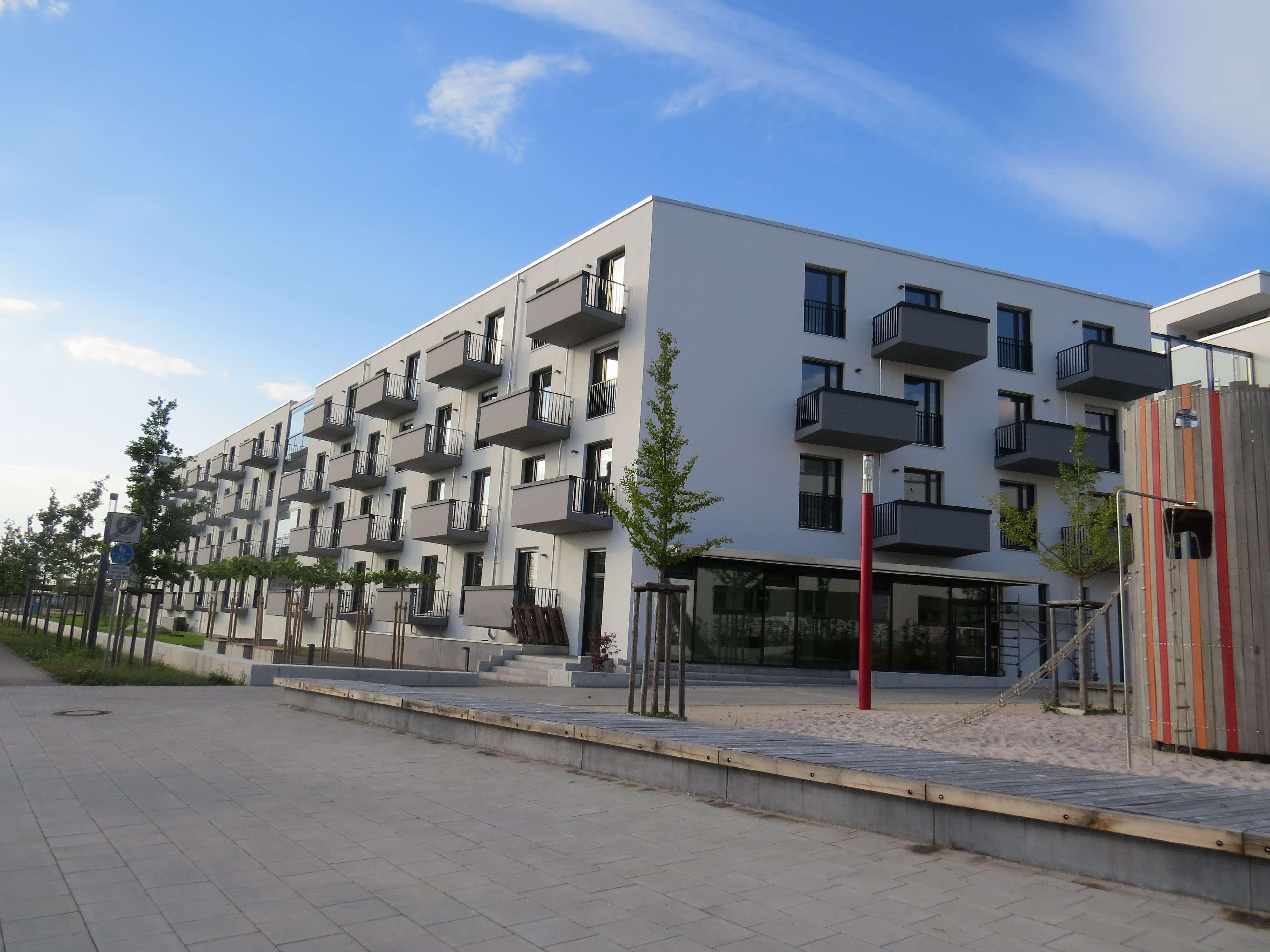 Top Lage für Studenten, neuwertige 1,5-Zimmer-Wohnung mit Balkon und Einbauküche in Augsburg