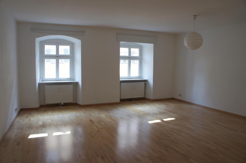 Großzügige Wohnung in historischem Altstadt-Haus! in