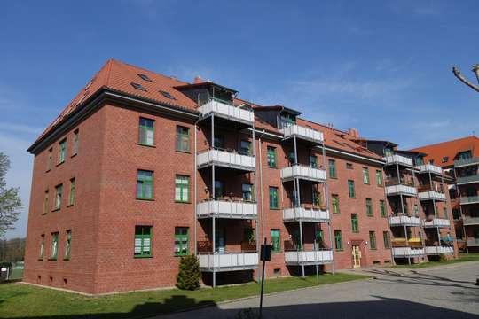 2,5 - Zi. DG Wohnung mit Fahrstuhl u. Balkon in Bestlage zu vermieten