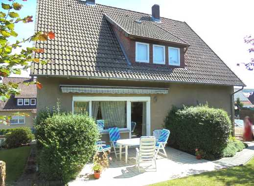 Gepflegtes 1-2 Familienhaus in ruhiger Wohnlage, mit zwei Garagen und großer Gartenfläche