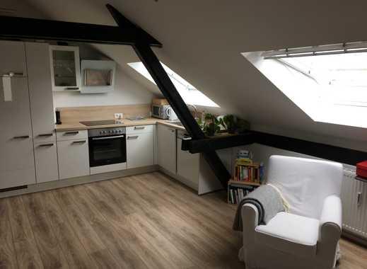2-Zimmer-DG-Wohnung, frisch sanierter Altbau