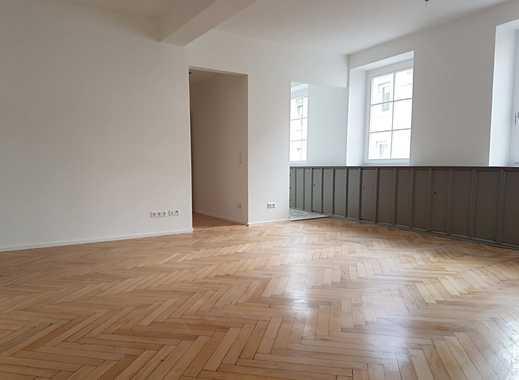 Neu sanierte Wohnung mit 2 Badezimmern in historischem Gebäude!