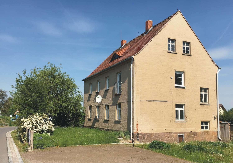 teilsaniertes geräumiges Eigenheim auf großzügigem Grundstück in Riemsdorf bei Klipphausen - Haus zum Kauf in Klipphausen