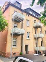 Gemütliche 2 5 Dachgeschoss-Wohnung in MA