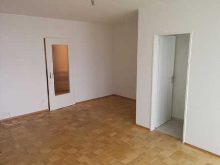Stilvolle, geräumige und modernisierte 1-Zimmer-Wohnung mit Balkon in Germering in Germering (Fürstenfeldbruck)