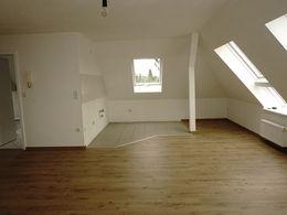 wunderbare wohnung mit balkon tageslichtbad und drei zimmer. Black Bedroom Furniture Sets. Home Design Ideas