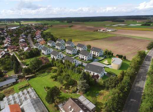 Helle Doppelhaushälfte mit Blick auf Weisendorf