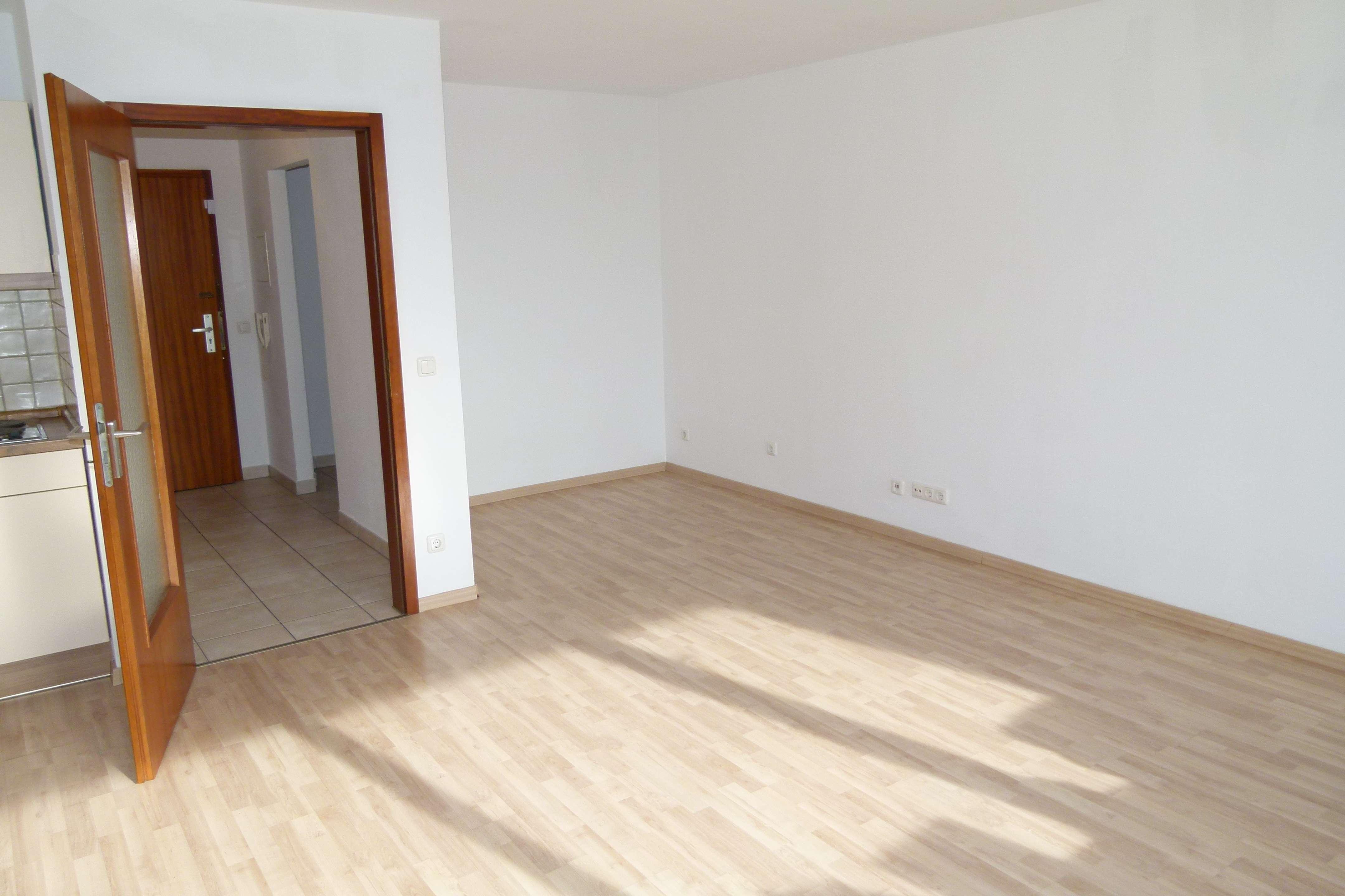 NIKOLA - Geräumige 1-Zimmer-Wohnung mit EBK, Keller und Außenstellplatz in Nikola