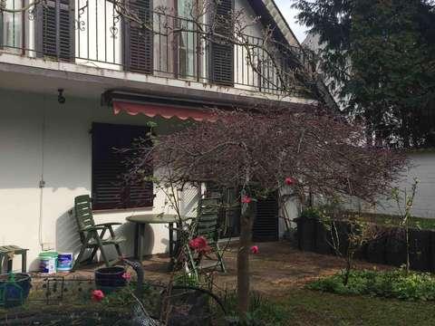 Vielseitiges Ein- bis Zweifamilienhaus mit 12 - Zimmern in Moers ...