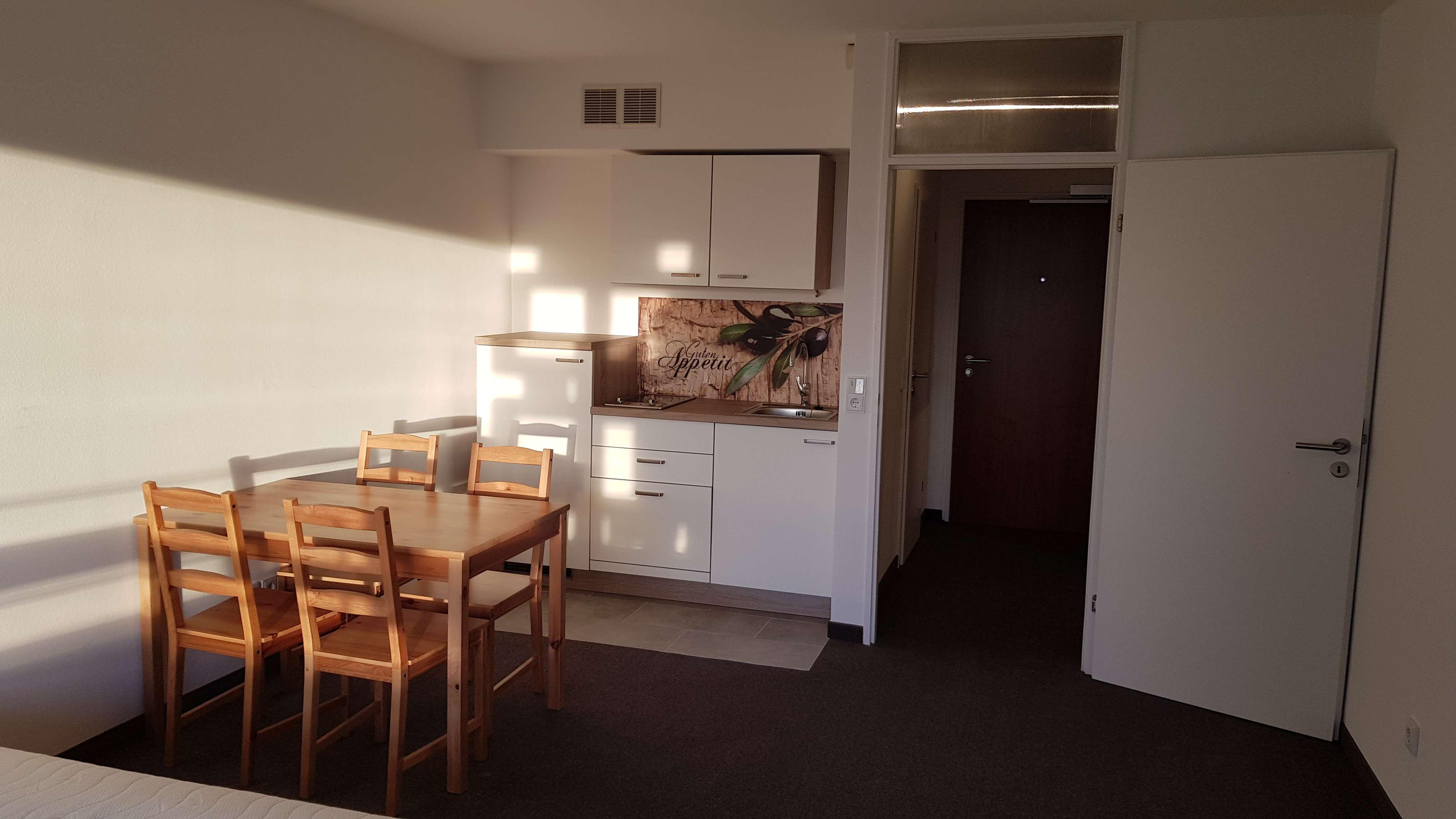 Exklusive 1-Zimmer-Wohnung mit Balkon im Arabellapark (Bogenhausen) zur Untermiete in Bogenhausen (München)