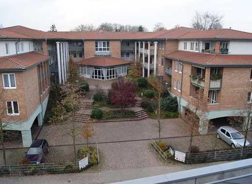 Schicke seniorengerechte 2-Zi.-Whg. m. herrl. überd. Balkonterr.  und PKW-Stellplatz