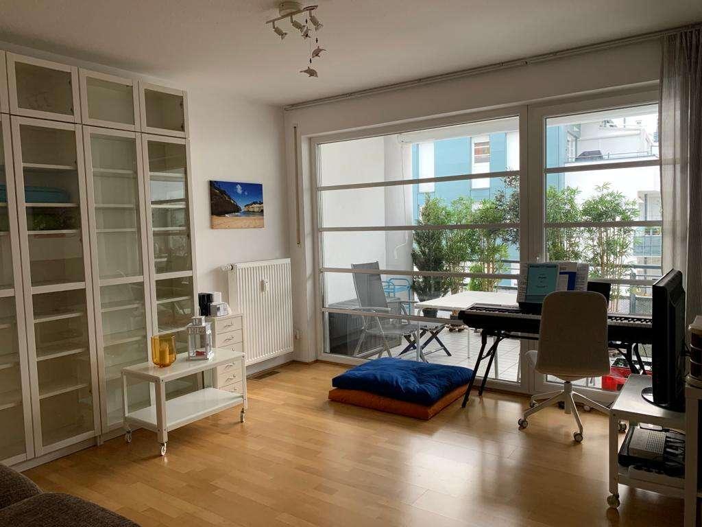 Helle, neuwertige 3-Zimmer-Wohnung mit Südbalkon und Einbauküche in Regensburg in Westenviertel (Regensburg)