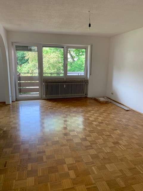 Stilvolle, gepflegte 3,5-Zimmer-Wohnung mit Balkon und EBK in Landshut