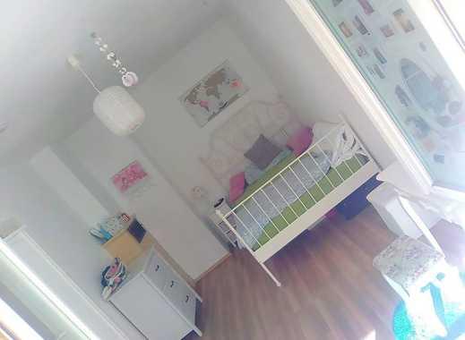möbliertes Zimmer mit eigenem Balkon zur Zwischenmiete direkt neben der Uni in 3 Zimmer Wohnung