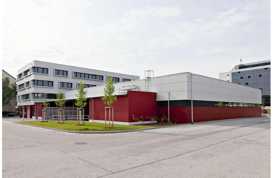 Bürogebäude mit Netto von NW
