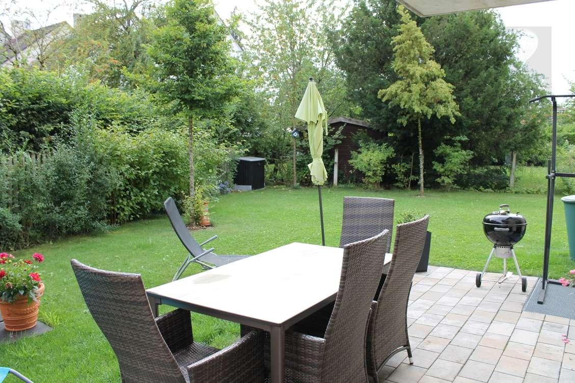 Hochwertige, neue 4-Zimmer-Gartenwohnung mit großem Garten und Garage, ruhige Lage im Grünen in Trudering (München)