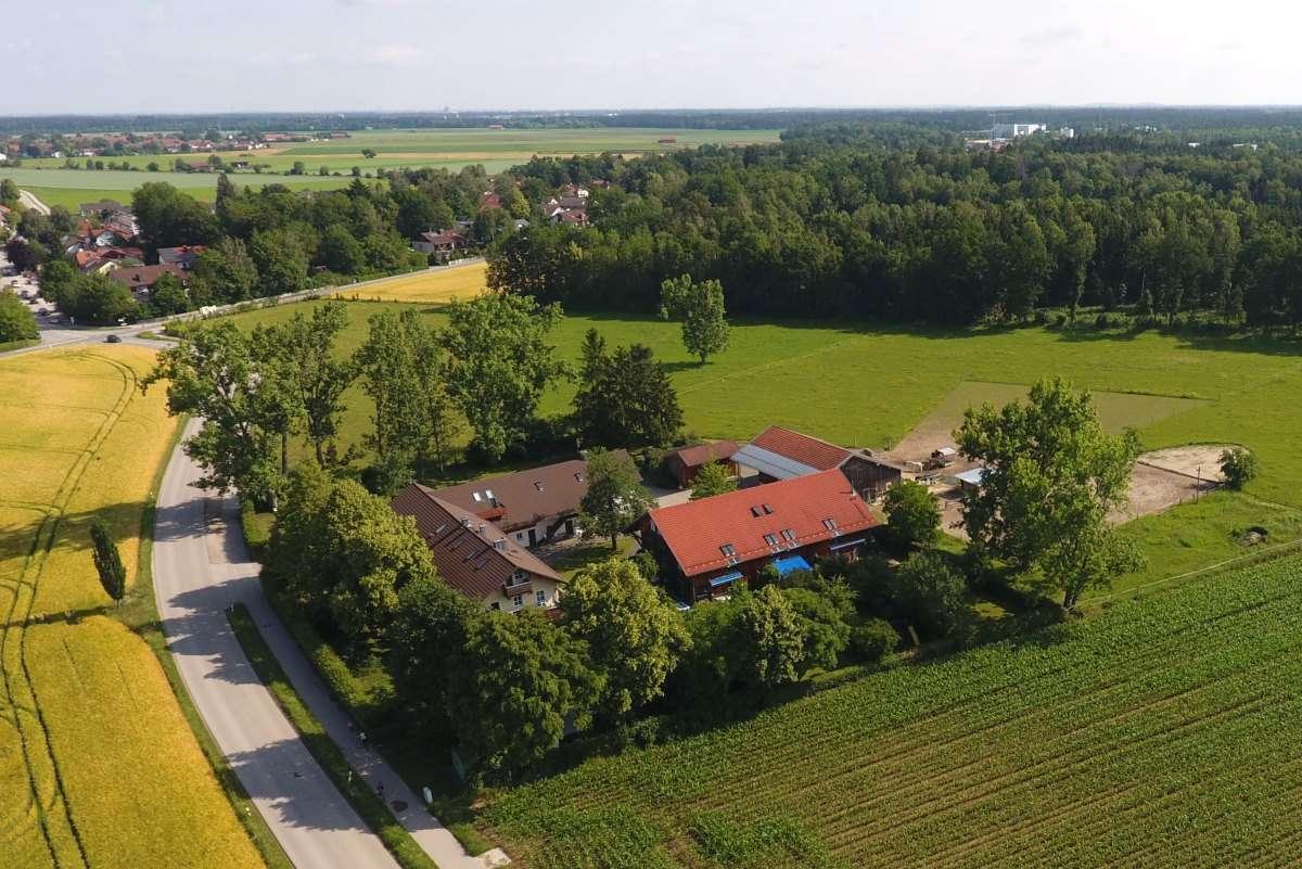 Ruhige Wohnung im ehemaligen Gutshof im Südosten von München in Höhenkirchen-Siegertsbrunn