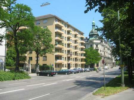 *Lichtdurchflutete 5-Zimmer DG Wohnung in der Münchner Altstadt* in Lehel (München)