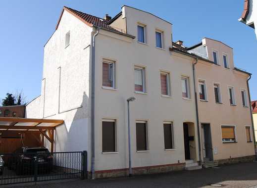 Teilsaniertes Reihenendhaus in Zentrumslage von Groitzsch für kleines Geld