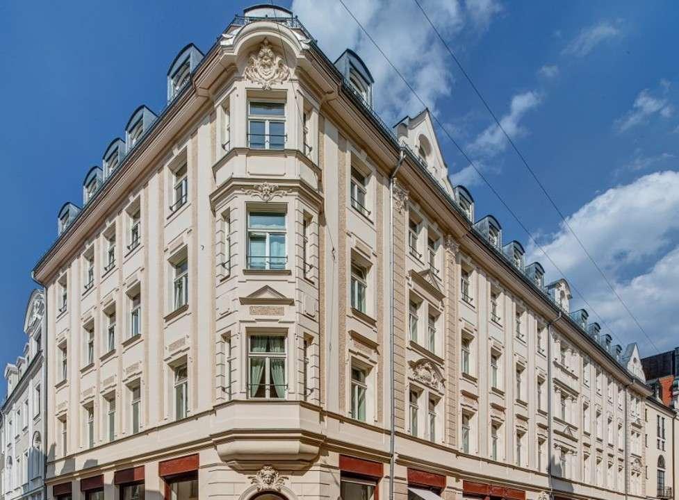Innenstadt! Luxuriöse 5-Zimmer-Altbauwohnung mit Stuck, viel Licht und herrlichen Ausblicken in