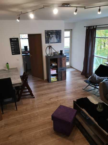 Erschwingliche und gepflegte Wohnung mit drei Zimmern und Balkon in Straubing in Kernstadt (Straubing)