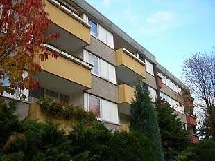 hwg - Für die kleine Familie! Großzügige 3-Raum Wohnung mit Balkon in grüner Lage!