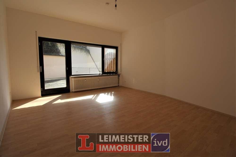 Frisch renovierte 3-Zimmer-Wohnung mit riesiger Dachterrasse im Zentrum in