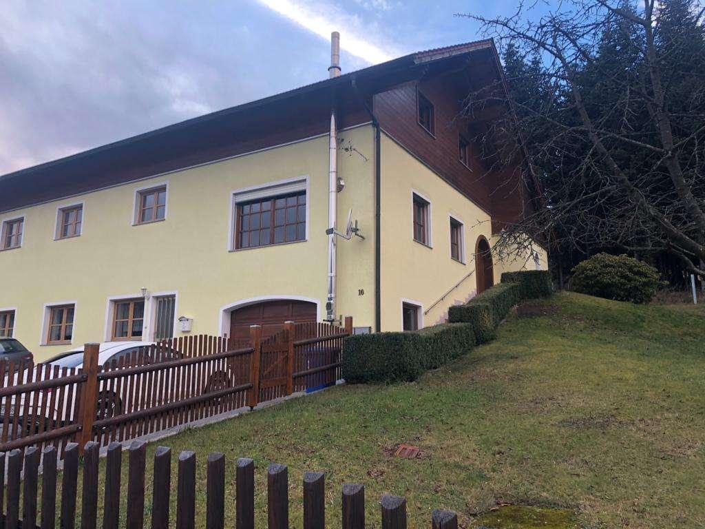 Familiengerechte, gepflegte 5-Zimmer-Hochparterre-Wohnung mit großer EBK in Neukirchen b.Hl.Blut in Neukirchen bei Heiligen Blut (Cham)