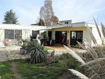 Schicker Winkelbungalow mit herrlichem Garten