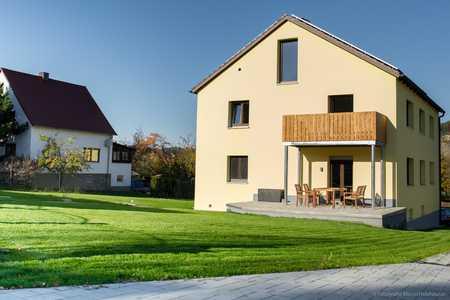 Helle luxuriöse 3-ZKB-OG-Wohnung mit Balkon in Gundelshausen in Kelheim
