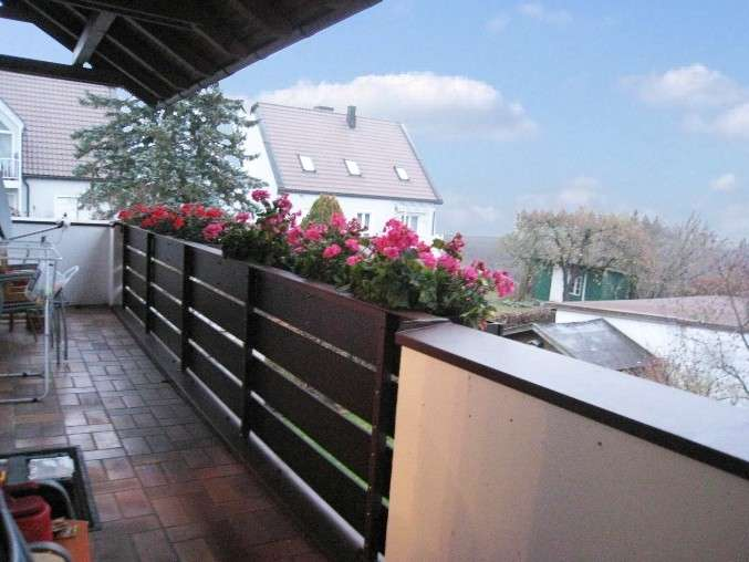 Viel Platz in der 92m² großen 3 Zi-Whg. im 1.OG + Balkon im Himmelreich / Dachau Süd !