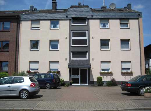 Gepflegte 2-Zimmer-DG-Wohnung mit Balkon und Einbauküche in Oberhausen