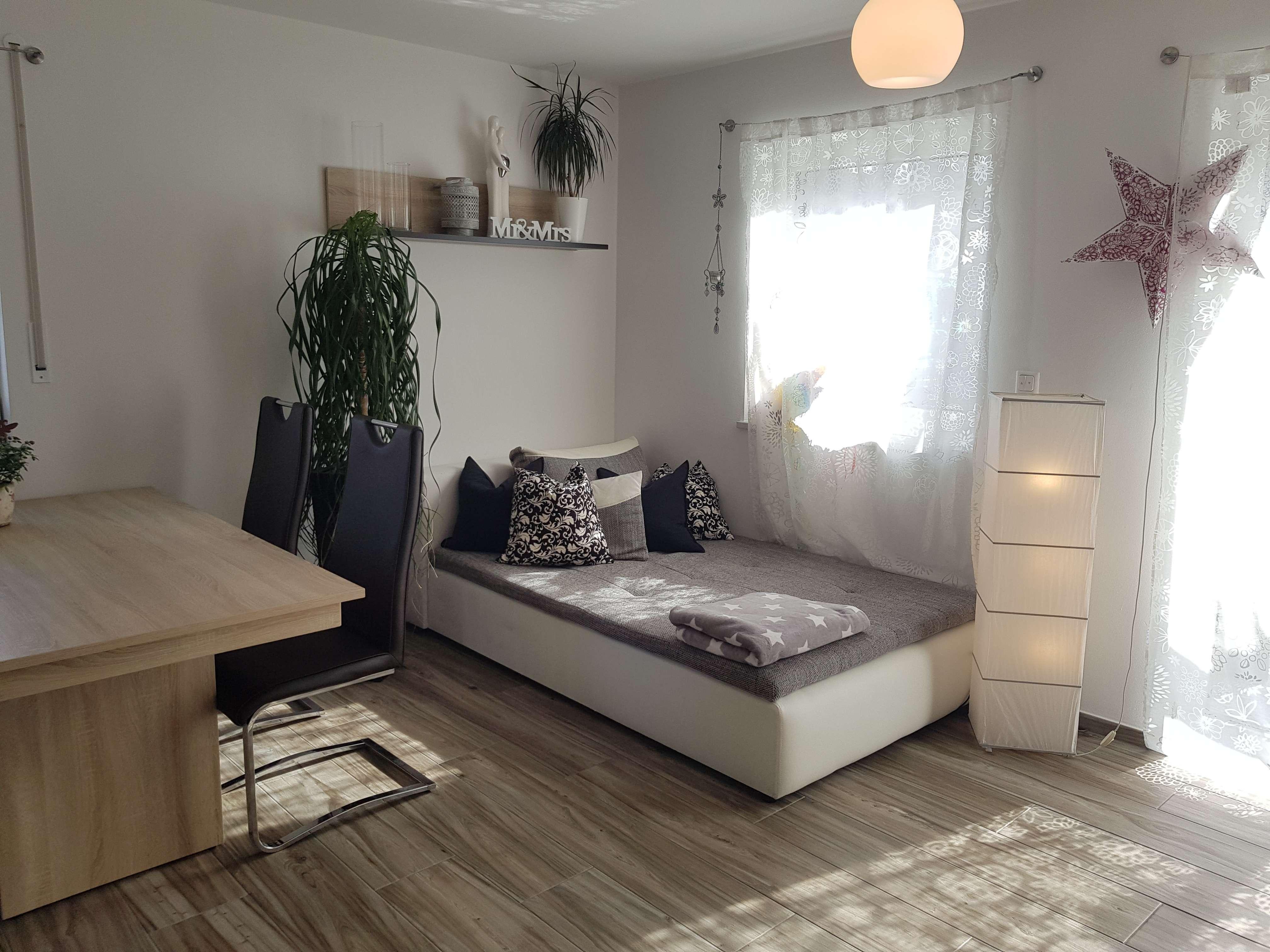 Vollmöblierte Maisonette-Wohnung mit kleinem Garten für ein Jahr in Perlach (München)