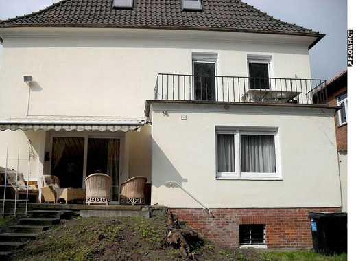 Großzügiges Ein- bis Zwei-Familienhaus mit Kaminen, Wintergarten und Gartenpool in guter Lage