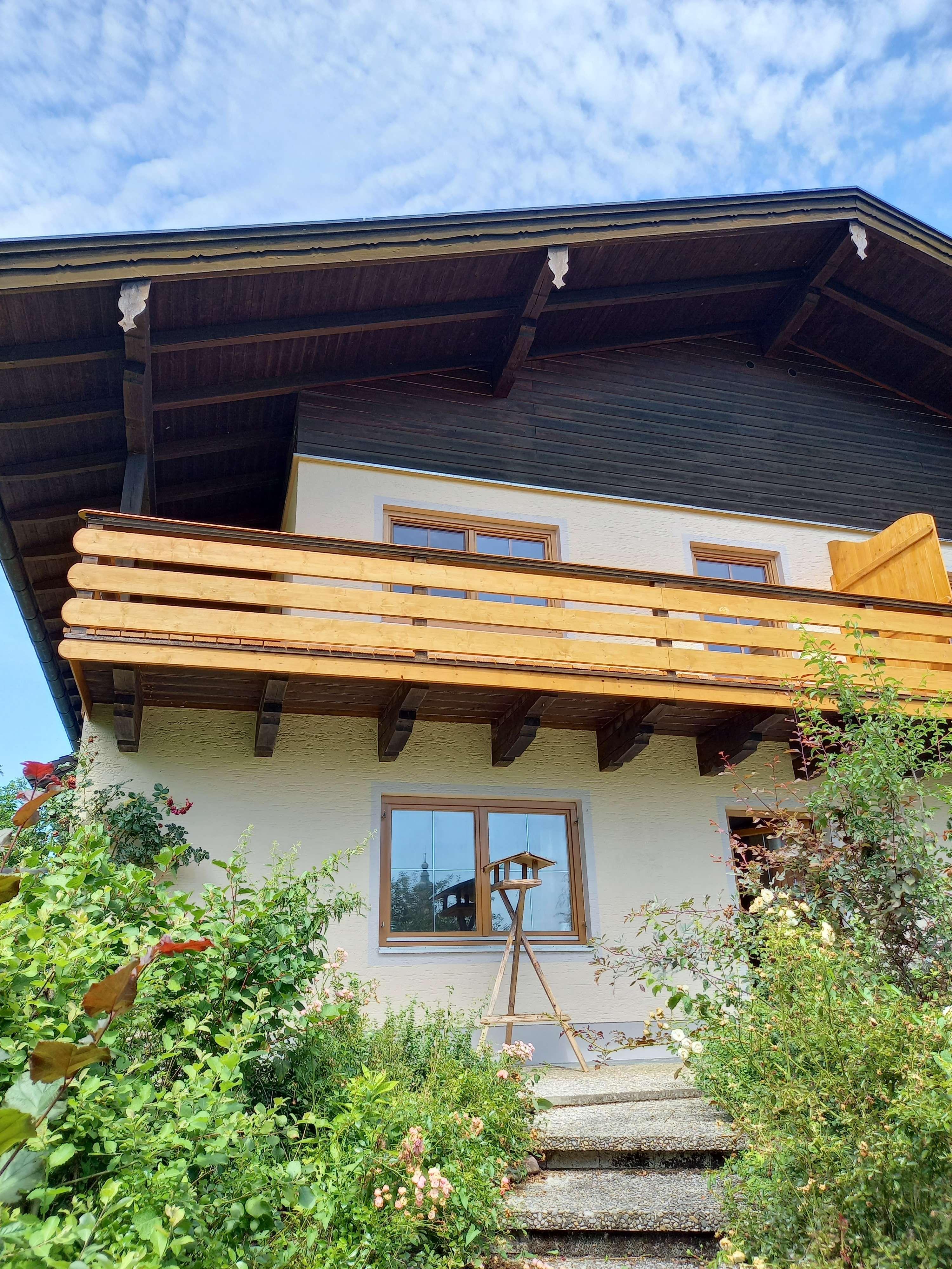 Vollständig renovierte 2-Zimmer-Wohnung mit Balkon und EBK in Höslwang in