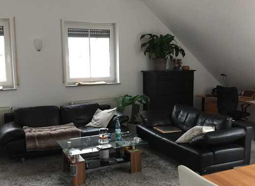Stilvolle, geräumige und gepflegte 2-Zimmer-Dachgeschosswohnung mit Loggia und EBK in Schierstein