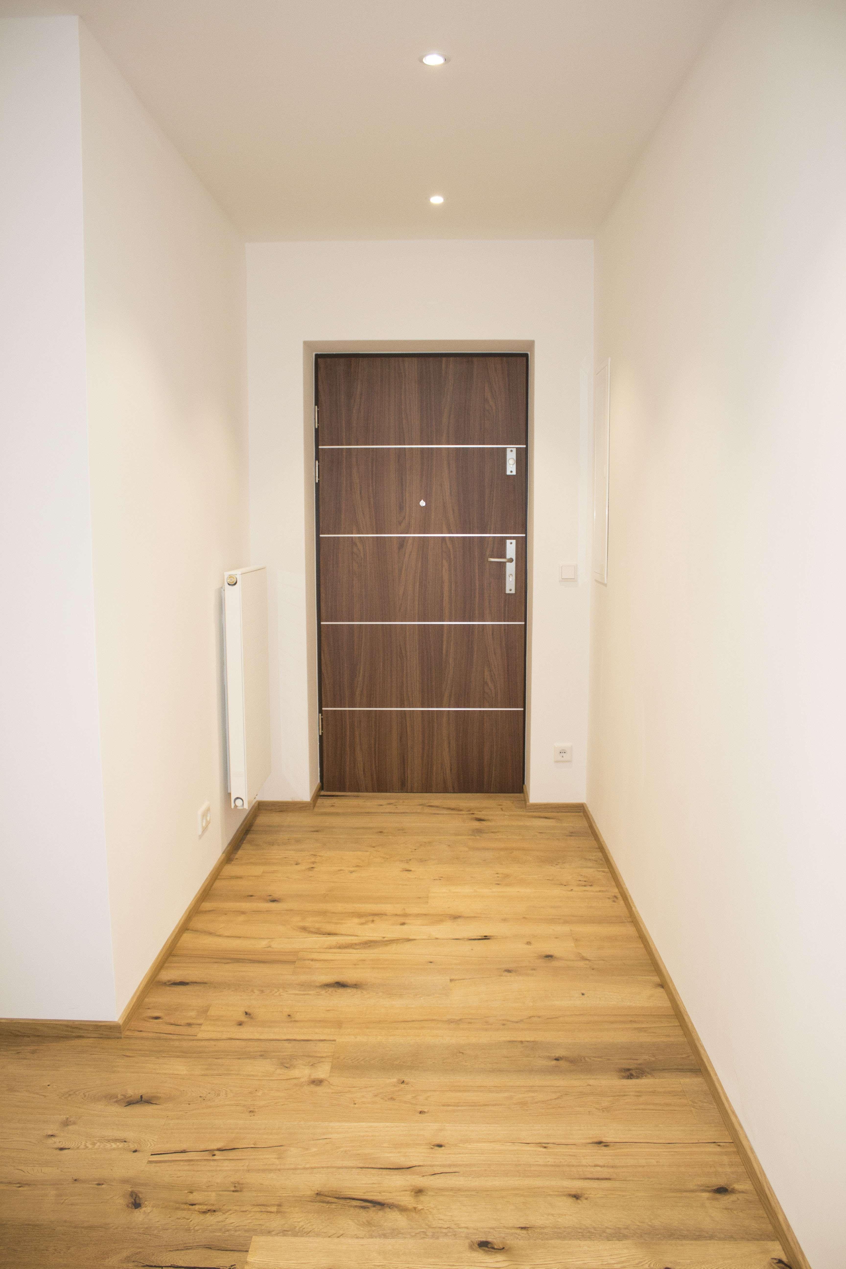 Attraktive Wohnung mit Eichenparkett, verglaster Loggia und zwei Schlafzimmern in Wolfratshausen