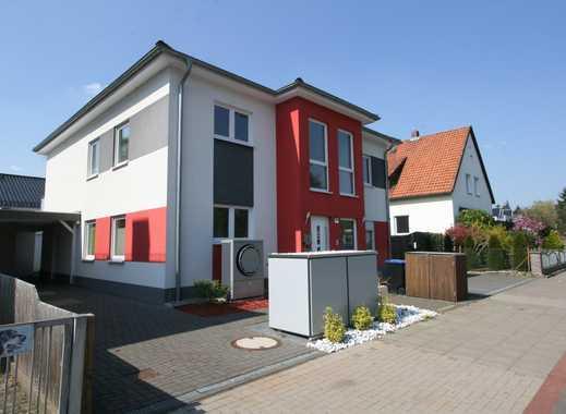 Wohntraum im Zweifamilienhaus - neuwertige 4 Zimmer-Wohnung im OG mit Balkon und EBK