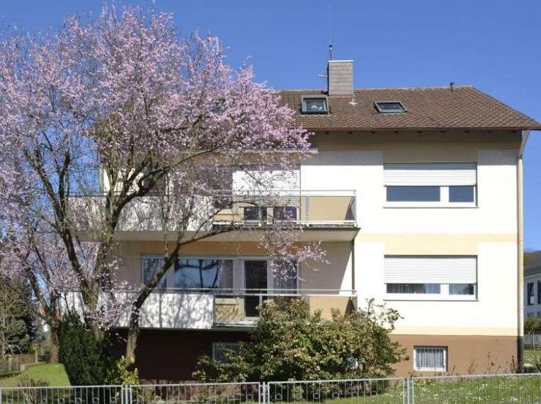 Ansprechende 4-Zimmer-Wohnung mit 3 Balkonen am Bohlenweg für 12-18 Monate zu vermieten in