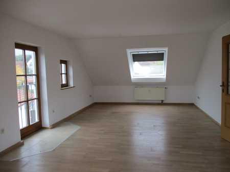 Schöne 3-Zimmer-DG-Wohnung mit EBK in Puchschlagen in Schwabhausen (Dachau)