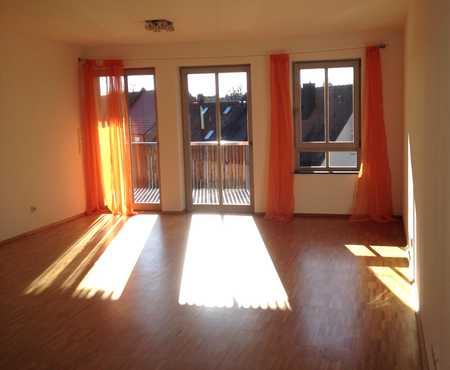 Genießen Sie die Sonne auf dem Balkon, moderne, sehr gut ausgestattete 3-Zimmerwohnung in Herzogenaurach