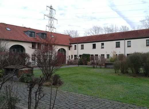 25qm großes Zimmer auf schöner Hofanlage