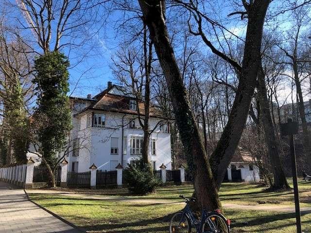 Zeitlich begrenzt (Untermiete für 3 Monate): Sehr stilvolle Wohnung in Bogenhausen Bestlage in Bogenhausen (München)