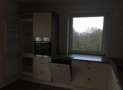 Sonnige 4-Zimmer-Wohnung mit Balkon und Einbauküche in Monheim