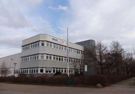 Modernes Logistikzentrum mit Verwaltungsgebäude
