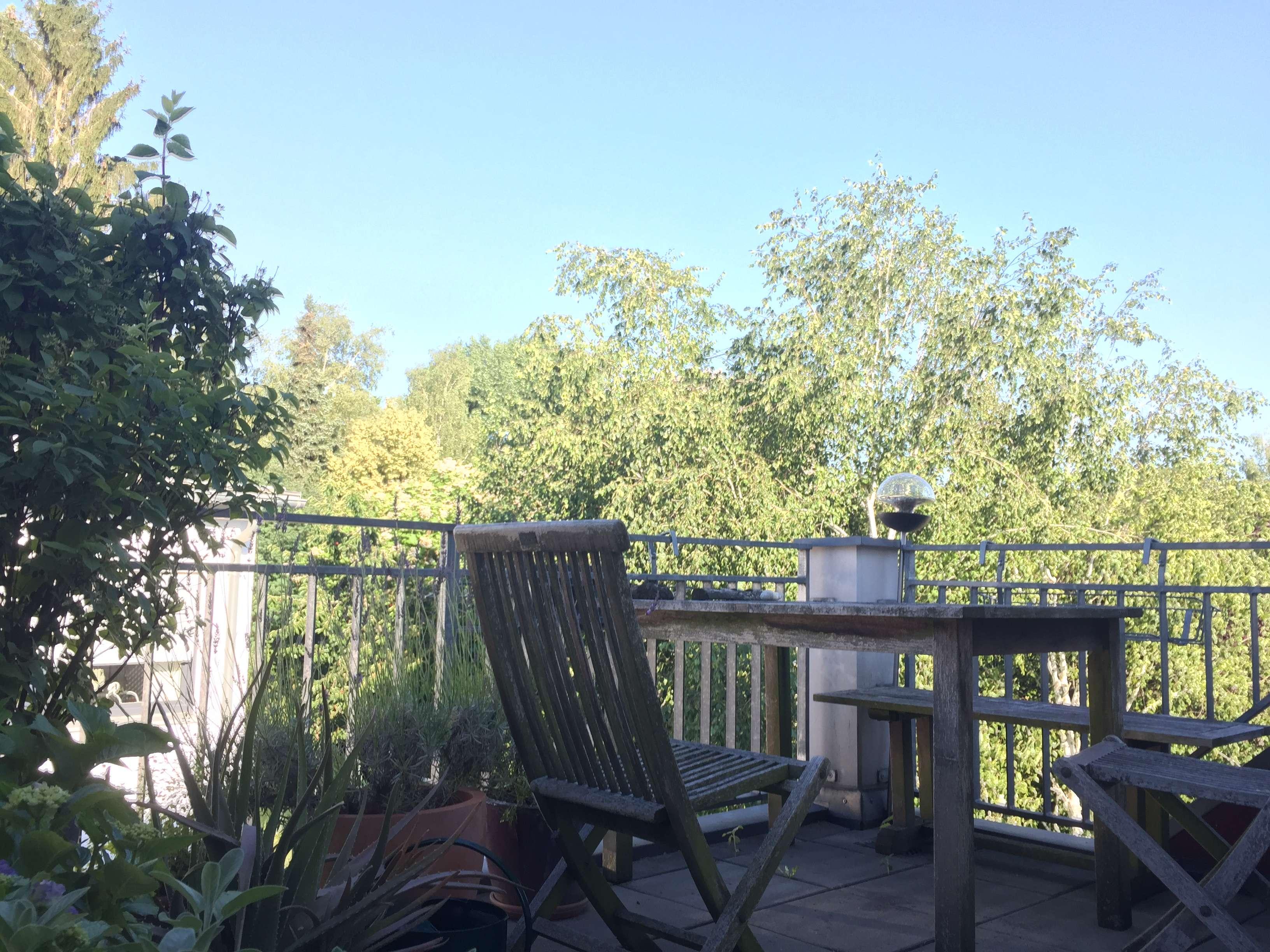2 Zi. DG-Wohnung mit großzügigem Balkon, offener Wohnküche+EBK; Nähe Lech
