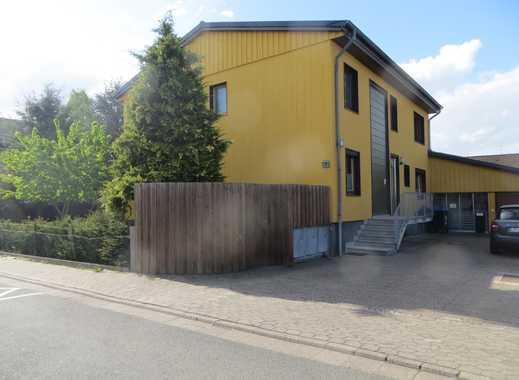 Freistehendes Zweifamilienhaus mit großem Garten und Lagerhalle in Langenhagen